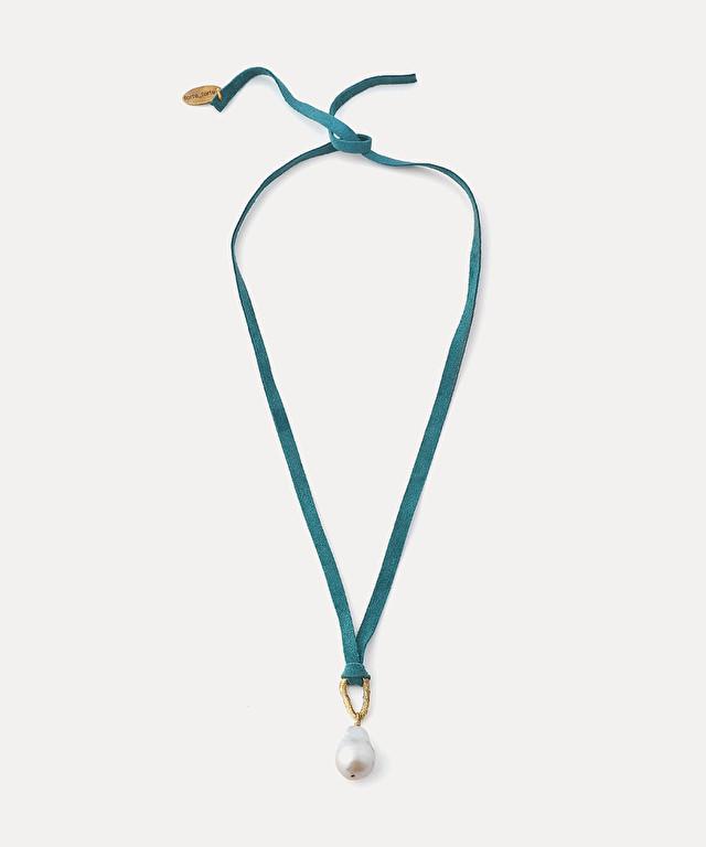 collier court daim et perle