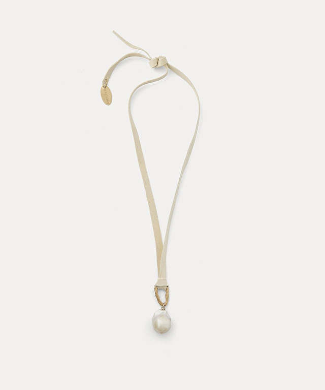necklace in suede with pearls